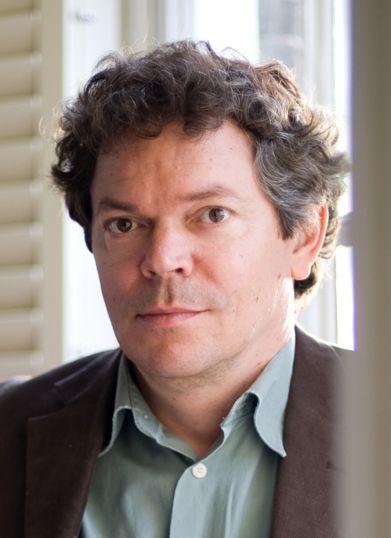 Coen Verbraak 14-08-1965 Nederlandse journalist en programmamaker. Verbraak hield interviews voor uiteenlopende media, waaronder Vrij Nederland. Hij is sinds 1997 actief op televisie. Verbraak is zelf ook vaak te gast in praatprogramma's. Zo is hij onder andere te zien geweest in De Wereld Draait Door en Knevel & Van den Brink. https://youtu.be/bXP-tG0UY-0