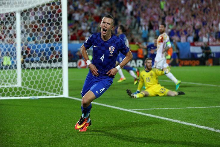 Spanyo ditaklukan Korasia 1-2, Turki bantai Republik Ceko 2-0.