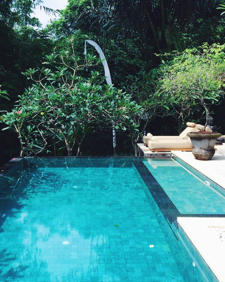 A LUXE NOMAD IN BALI (@Villa Sungai Bali @THE LUXE NOMAD) on www.friendinfashion.com.au