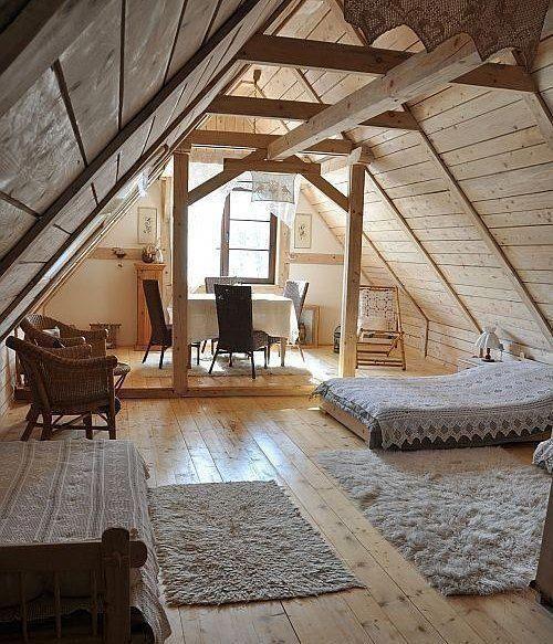 Mansardenschlafzimmer Vintage #atticrenovationloft #atticbathroomsuite