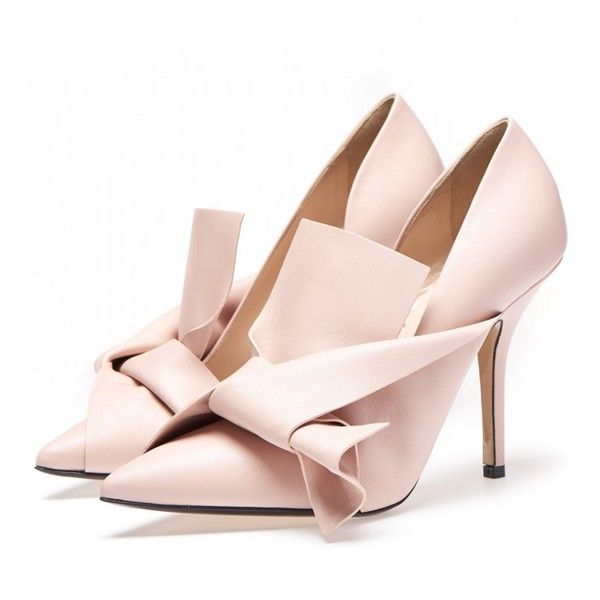 Nude calf leather bow pumps (363.945 CLP) ❤ liked on Polyvore featuring shoes, pumps, summer shoes, calfskin shoes, summer footwear, summer pumps and nude summer shoes