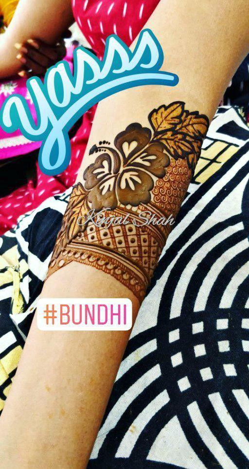 The Hibiscus!! Henna Stain!!!For my beautiful sista @chhedanidhi ! The Engagement Mehndi!! For mehndi order bookings and classes contact 09833887817... #hibiscus #hibiscustattoo #engagementmehndi #bridal #mulund #cousins #mymains #hennastain #darkcolour #deep #dense #intense #clarity #fancy #traditionalbride #indianmehendi #indianhenna #mehndicolour #kinjalmehndiart #mumbai #gujjuwedding #kutchiwedding #kutchhi #kutchh #jain #kutch #religion #wedmegood