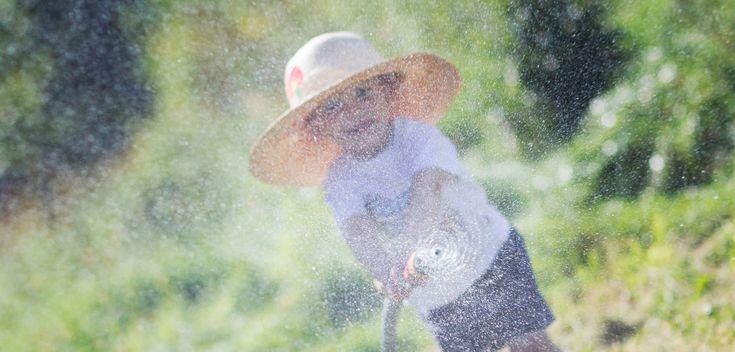 The gardener #boy #water #play www.mamochotena.pl