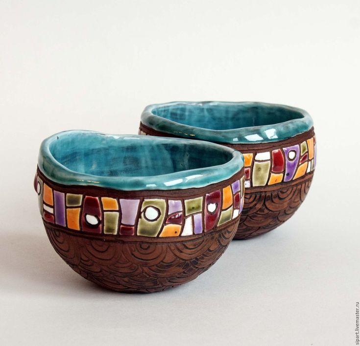 Купить или заказать Комплект пиал 'Ацтеки' в интернет-магазине на Ярмарке Мастеров. Комплект из двух пиал ручной лепки из красной испанской глины. С чешуйчатой резьбой и молочением. С ярким мозаичным пояском. Внутри - бирюзовая переливчатая глазурь. Что-то определенно индейско-мексиканское.