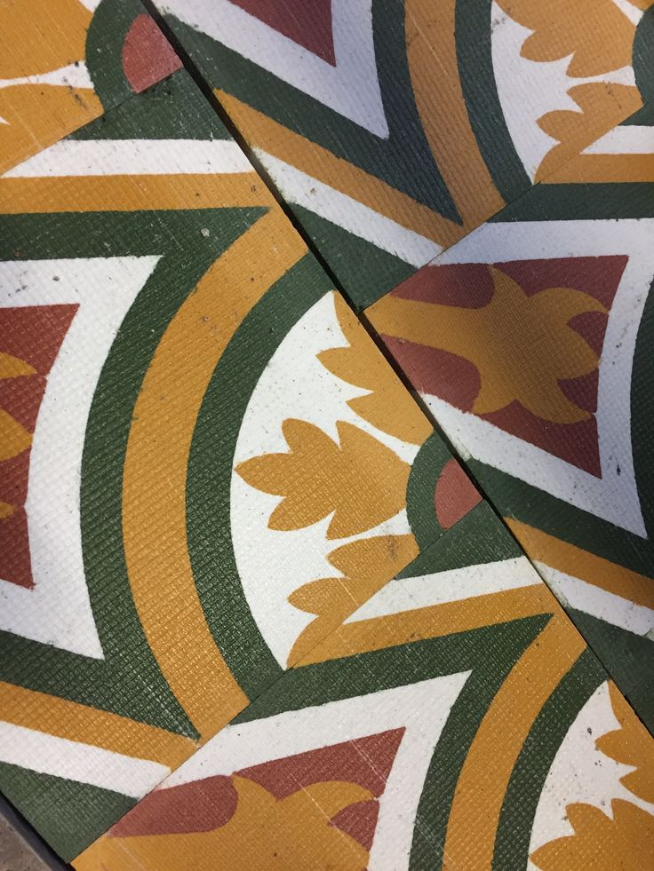 Dietro le quinte, decori in #graniglia con finitura grezza #fromthefactory #interiorstyling #interiordesign #decorations #colors #white #red #green #yellow #goodlook #terrazzo #grandinettisrl #madeinitaly #floortiles #pavimento #handmade #artigianato #design #samples #bespoke #style #materials #fliser #inredning #carreaux
