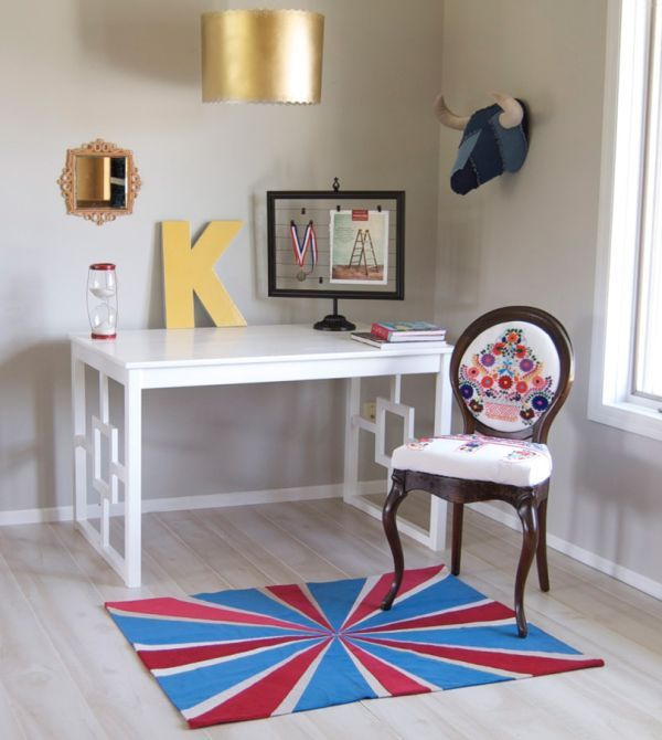 20 DIY Desks That Really Work For Your Home Office SMALL VERSION WITH A COUPLE OF SHALLOW DRAWERS FOR A VANITY