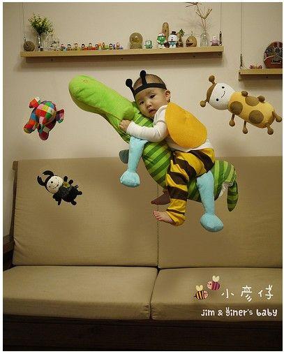 井兒:這是幫小彥仔拍的飄浮照~ 利用一些小技巧跟後製~讓寶寶的照片變得很有趣!