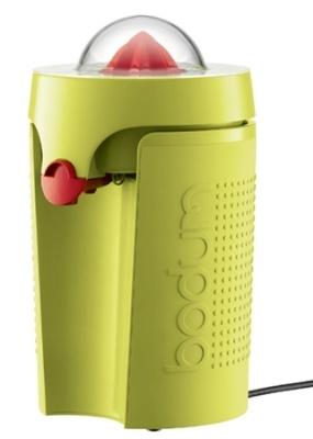 Le presse-agrumes électrique Bistro BODUMest idéal pour préparer tous vos jus de fruits ! La position haute de son bec verseur permet de verser directement dans un grand verre.