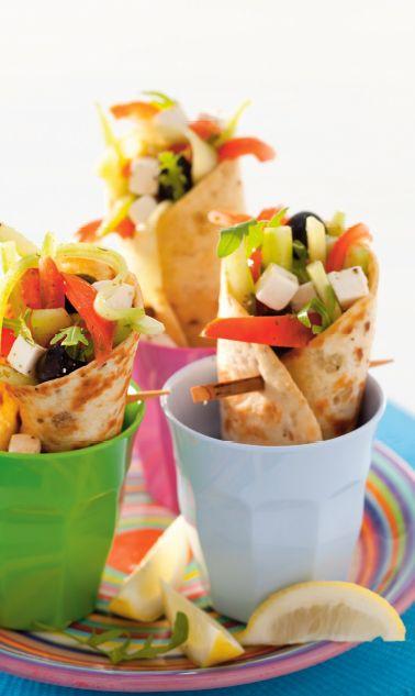 Geen inspiratie voor de lunch? Maak deze wraps met fetakaas: lekker en weer eens wat anders! http://www.vriendin.nl/koken/recepten/6784/recept-voor-wraps-met-griekse-salade