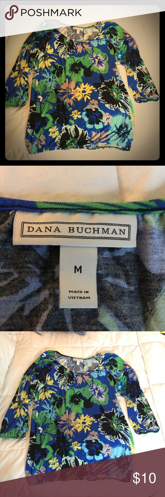 Dana Bushman Floral Print Blouse This fun comfortable blouse travels very well roll it up put your suitcase go-go go to Hawaii. It's a medium size but very forgiving. Dana Buchman Tops Blouses