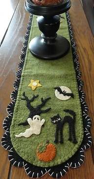 1000 Ideas About Halloween Table Runners On Pinterest