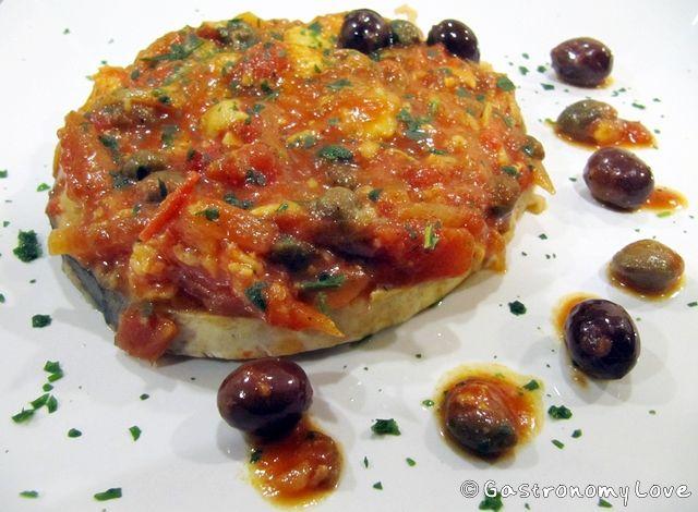 PESCE SPADA ALLA MESSINESE con olive nere di Leccino