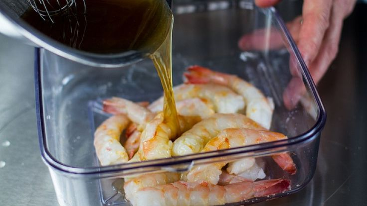 Come preparare la marinata per pesce e crostacei?  http://winedharma.com/it/dharmag/giugno-2014/come-cucinare-i-gamberi-allaglio-e-rum-ricetta-dai-caraibi-con-amore