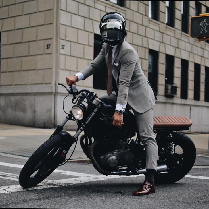 The Suited Racer | www.caferacerpasion.com