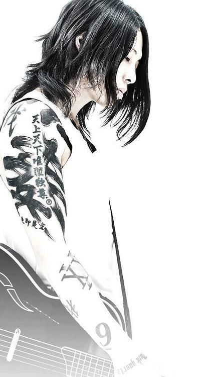 79 best images about sexy guys with long hair on pinterest for Miyavi tattoos gallery