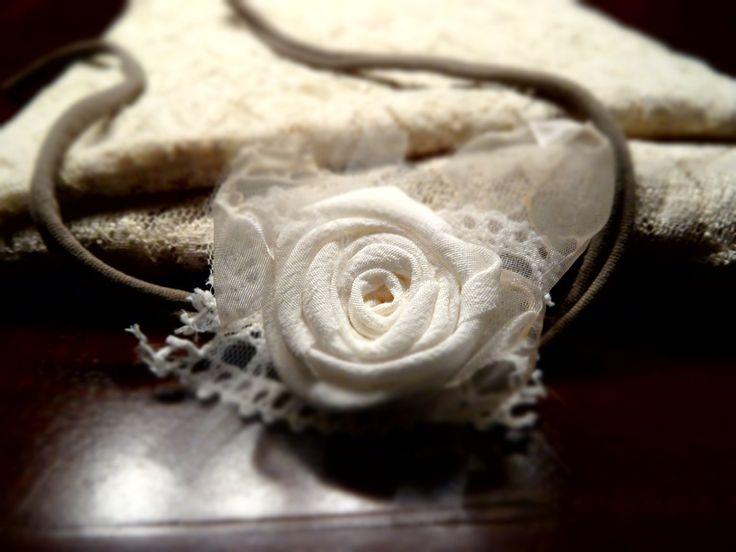 Haarband weiße Rose Baby Fotografie Newborn Baby Mädchen photo prop Kopfband Stirnband von MoniCasaExclusive auf Etsy
