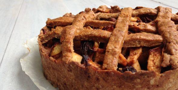 Appeltaart is heerlijk! En dan vooral deze gezonde appeltaart, vrij van zuivel en geraffineerde suiker. In dit recept wordt honing en agavesiroop gebruikt. Je kunt kiezen uit amandelmeel (glutenvrij) of speltmeel.Springvorm ...