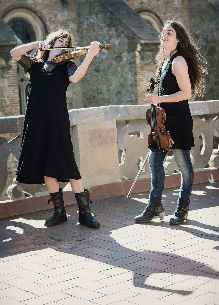 http://www.instintobcn.com/es/152-colleccio-soul Tocando el violín con prendas de la colección Soul. #InstintoBCN #casual #outfit #2016