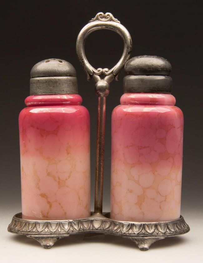 NEW ENGLAND AGATA CREASED NECK SALT AND PEPPER SHAKERS : Lot 279