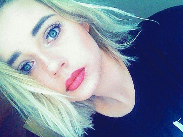 #makeup #blonde #blueeyes #blue #eyes #shorthair #nude #lipstick #polish #girl #make #up #nyx #ardelle #falsies #false #lashes