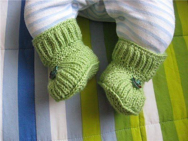 Пинетки - ботиночки на пуговичках. Описание вязания