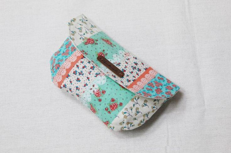 La bolsa de maquillaje con cierre magnético.  Foto de costura Tutorial.