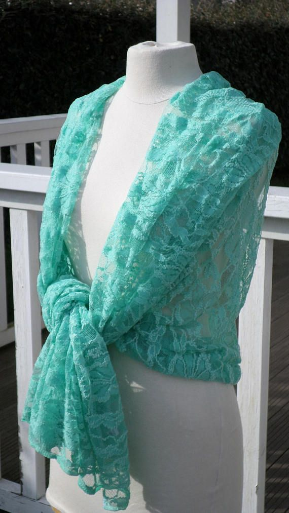 Green woman lace shawl nice wedding   étole dentelle mariage ... aef96542e0d