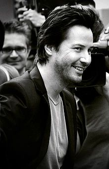 Many of the actors i like look fantastic in black Although none can beat Keanu Reeves!! :D <3