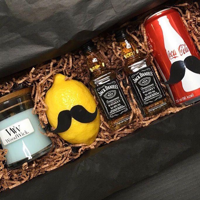 Un coffret cadeau qu'on aime et qui donne le sourie! (📷 @jungminey) ・・・ #jackcoke set 🍋🍷 #woodwick#lemon#jackdaniels#cocacola #whisky#instawhisky#wiskygram#drinks #drink#alcohol#candle#candles#우드윅 #mustache#coke#gift#presents