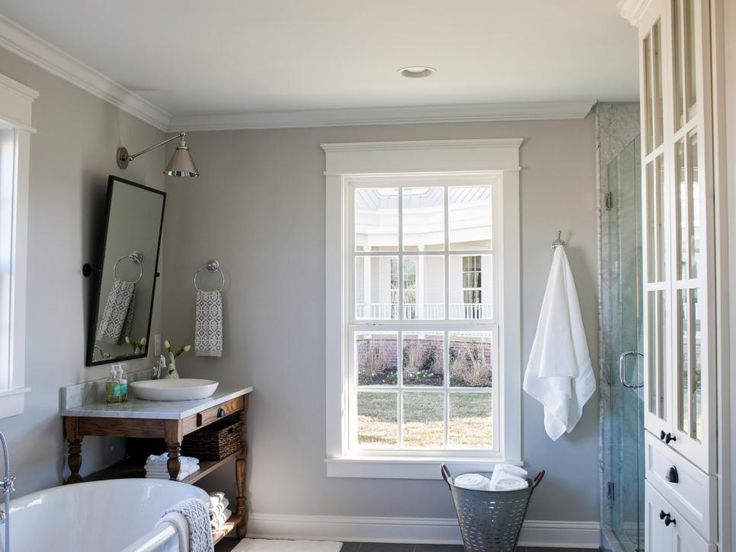 Chip and joanna gaines carriage house and joanna gaines for Joanna gaines bathroom renovations