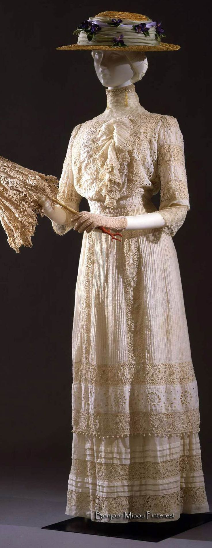 Walking dress, Italian (?), ca. early 20th century. White batiste with Valenciennes-style lace. Costume Gallery of the Pitti Palace via Europeana Fashion