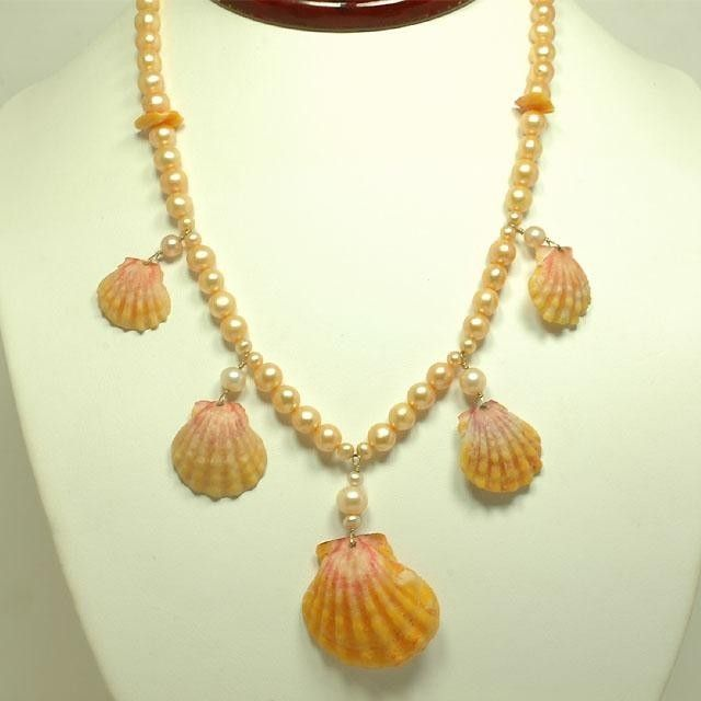 collane con conchiglie | collana-di-perle-con-le-conchiglie.jpg