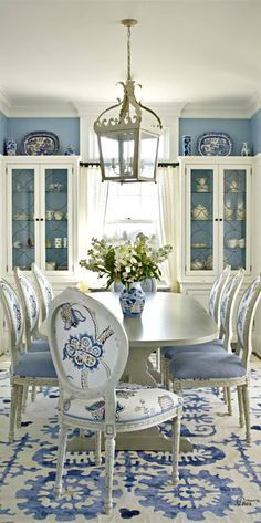 Casual Dining Room Décor Ideas | Www.bocadolobo.com #bocadolobo  #luxuryfurniture #