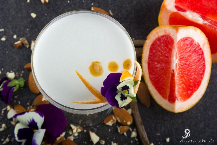 Biancaneve: Gin and grapefruit liqueur shaken with lemon juice and almond syrup