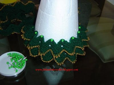 I love this crocheted Christmas tree.  I think this will be the first one I will make this year for Christmas
