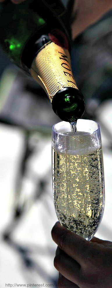 Health benefits of Champagne... It's all true!