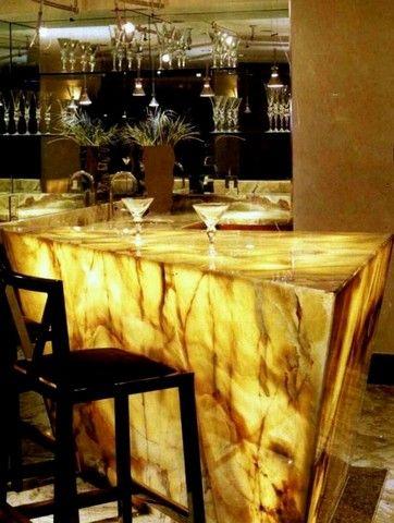 Оникс с подсветкой для стоек ресепшен изготовление и проектирование стоек из оникса для офиса и бара