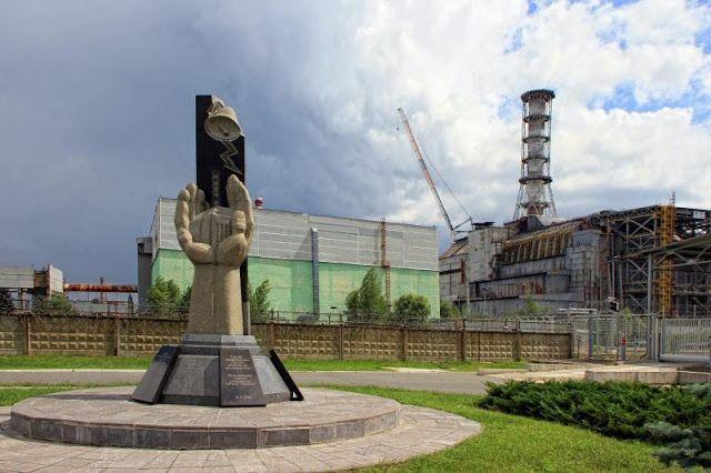 """Inilah Hostel Pertama Di Bangun Di """"Kota Hantu""""Chernoby Kota Chernobyl di Ukraina sering disebut sebagai 'kota hantu' lantaran kondisinya yang terbengkalai setelah kasus kebocoran reaktor nuklir tahun 1986. Namun siapa sangka, kini di tahun 2017 dibuka hostel di jantung kota Chernobyl."""