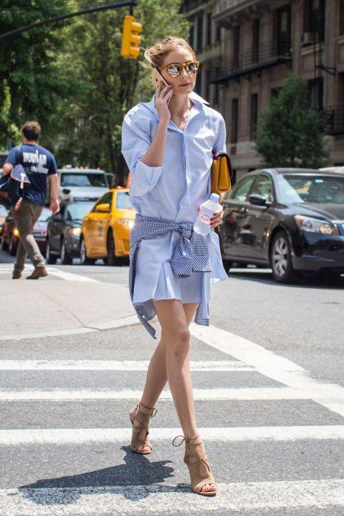 ワンピースにギンガムチェックのシャツの腰巻。カジュアルでアーバンな雰囲気です。