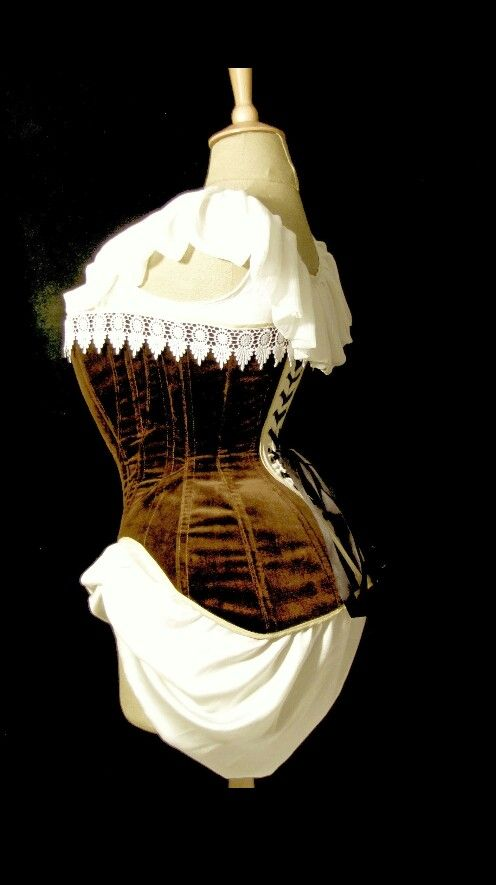 Lateral view of the edwardian velvet corset.