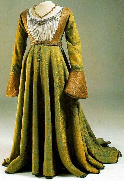 antiquatedfashions: Gown of Mary of Hapsburg from Hungary, 1510-25 Hungarian…