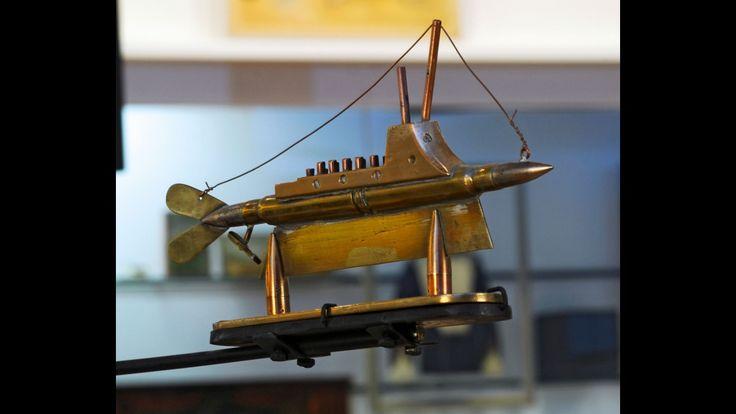 : Objet d'artisanat de tranchée. Sous-marin exécuté à partir de balles et d'éléments récupérés. Cette rare représentation est exposée dans la salle 1916-1918 de l'Historial.