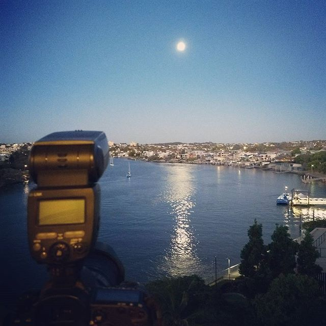 Imagine arriving back home after a long day and enjoying this view! Tonight's dusk shoot at Kangaroo Point did not disappoint at all! #photosbyrealscope #realestatephotography #brisbane #views #river #fullmoon #realestate