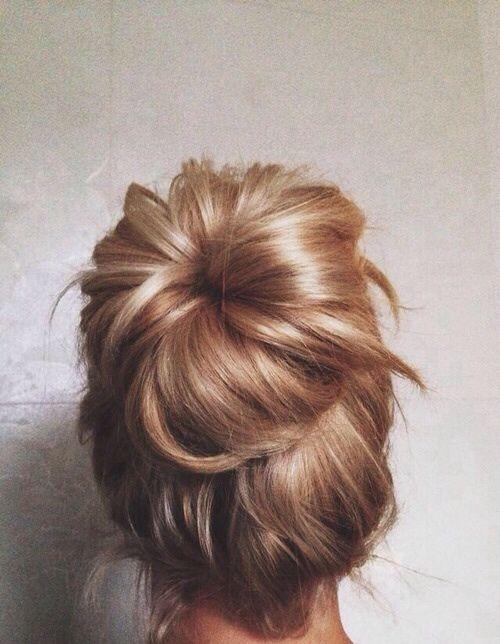Messy bun #chignon #blondehair #parlux #parlux385