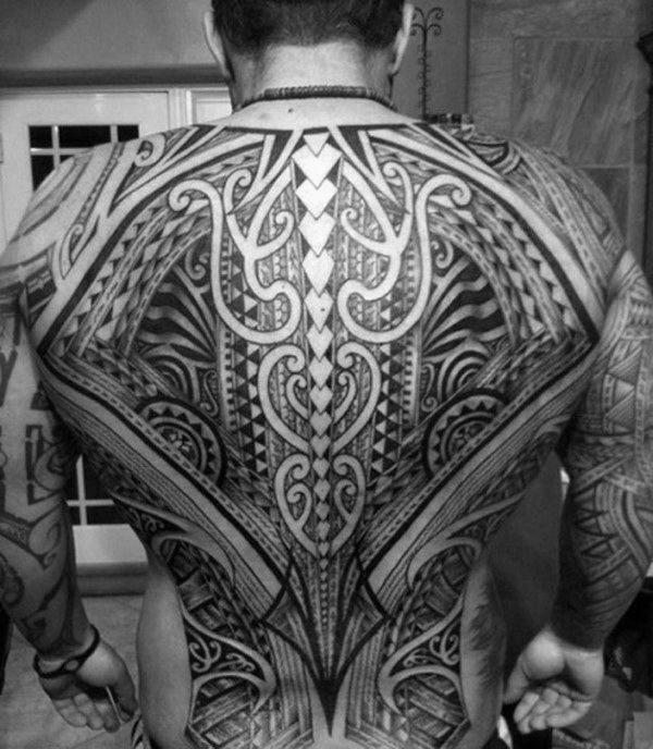 60 Tribal Back Tattoos für Männer – Bold Maskuline Designs  – Tattoo