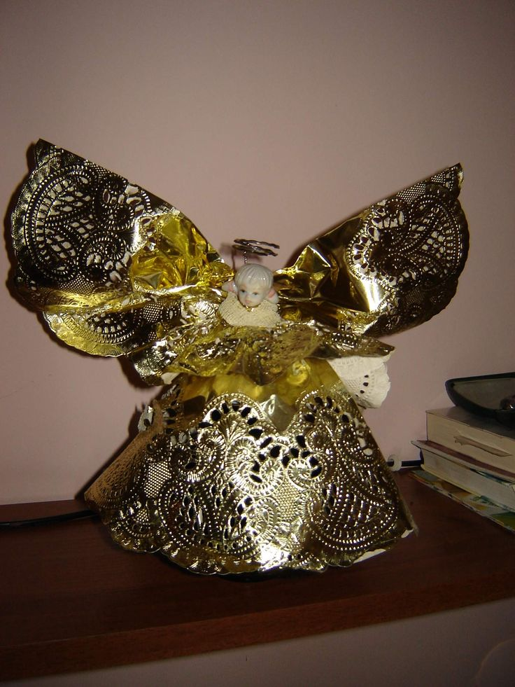 Aniołek z papierowych, złotych serwetek, jako aureola....kółko od kluczy