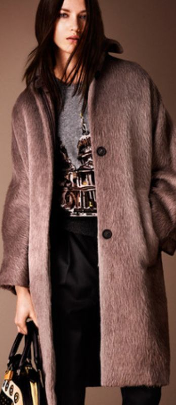 Фасоны и расцветки демисезонных женских пальто. Фото