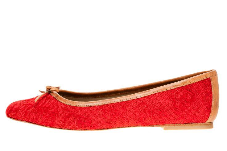 9HL190   Rode ballerina