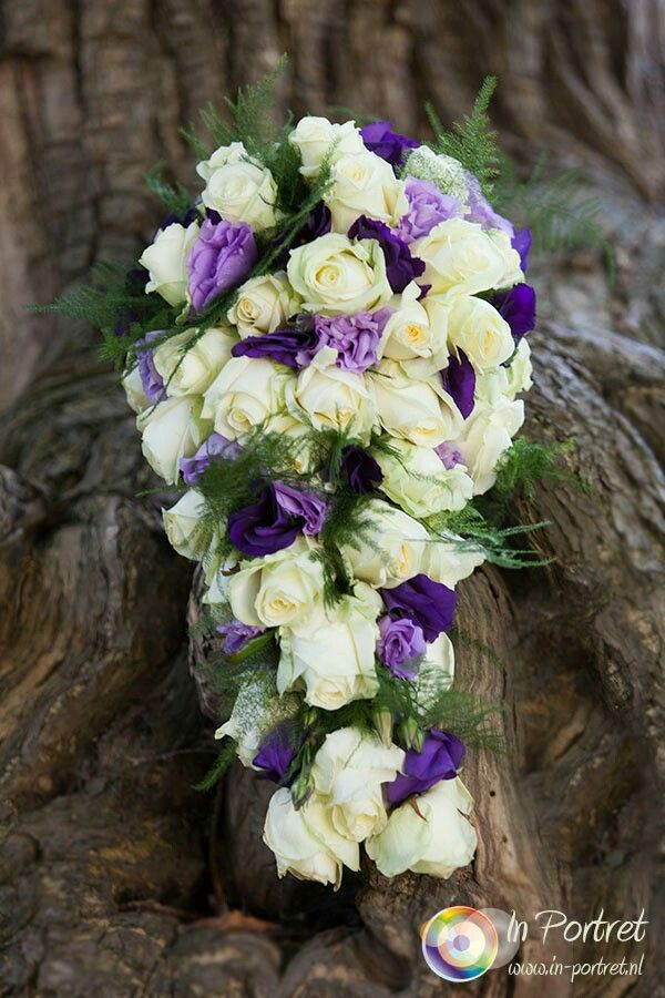 Bruidsboeket wit met paars/lavendel - Bloemstyliste Heleen