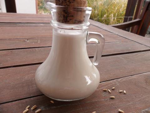 Mostanában egyre több ember lesz allergiás és egyre többen nem bírnak a tejtermékekkel sem. Erre kínálok most egy jó, otthon elkészíthető tej- és tejszín-helyettesítő megoldást. A receptre Nóra oldalán találtam, de természetesen másutt is találhatóak jó ötletek, de szerintem messzemenően ez a legjobb ! Köszi Nóra!...